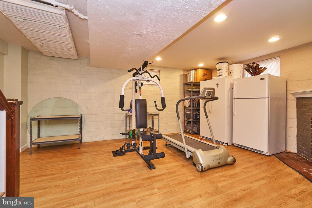 Recreation Room in Lower Level - 1901 N GLEBE RD, ARLINGTON