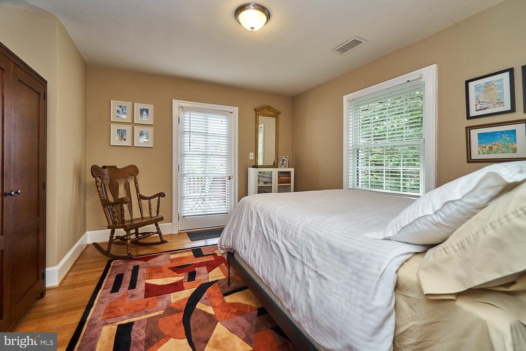 Guest Bedroom with Balcony Access on UL1 - 1901 N GLEBE RD, ARLINGTON