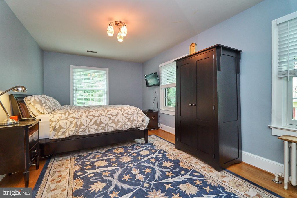 Master Bedroom with Hardwood Floors - 1901 N GLEBE RD, ARLINGTON