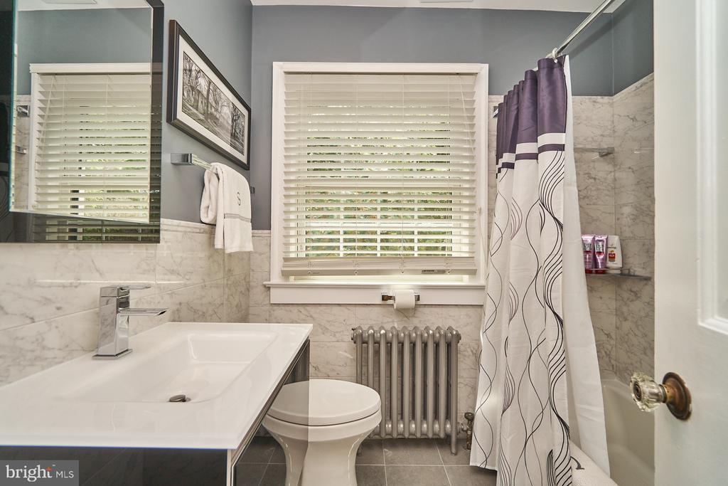Updated Hall Bathroom - 1901 N GLEBE RD, ARLINGTON