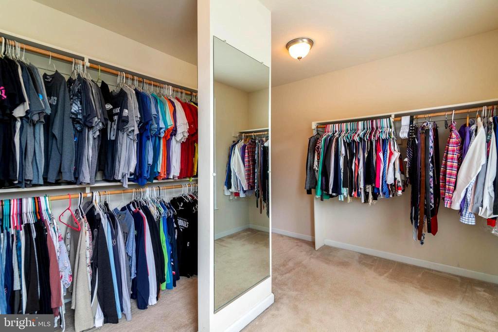Walk-in closet the size of a bedroom - 212 WOOD LANDING RD, FREDERICKSBURG