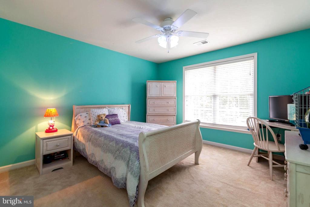 All bedrooms have ceiling fans for comfort - 212 WOOD LANDING RD, FREDERICKSBURG
