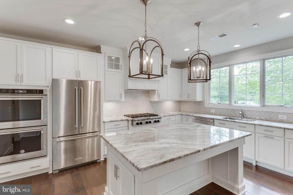 HURRY, SELECT YOU CHEF'S KITCHEN FINISHES. - 313 CABIN RD SE, VIENNA