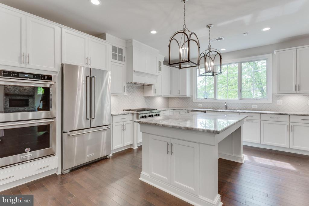 HURRY, SELECT YOUR CHEF'S KITCHEN FINISHES. - 313 CABIN RD SE, VIENNA