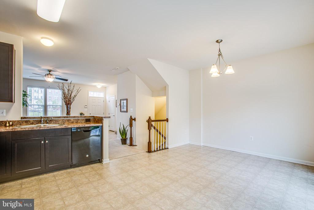 Plenty of room for a big kitchen table - 4540 ALLIANCE WAY, FREDERICKSBURG