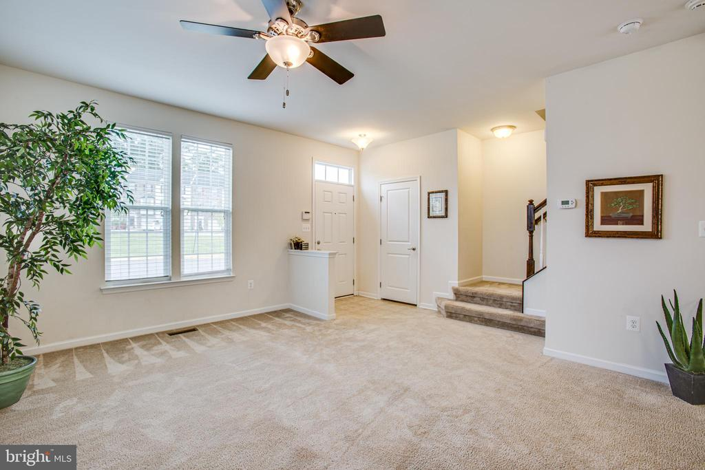 Walk in to an open and inviting main level - 4540 ALLIANCE WAY, FREDERICKSBURG