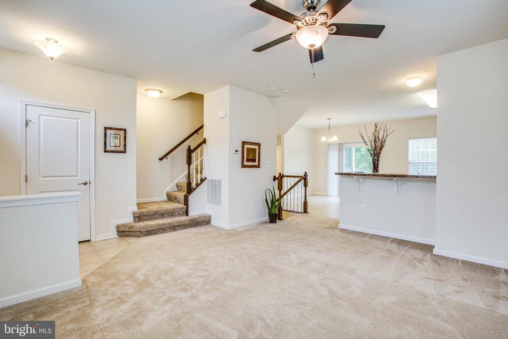 Open-concept living/dining/kitchen w eat-on bar - 4540 ALLIANCE WAY, FREDERICKSBURG