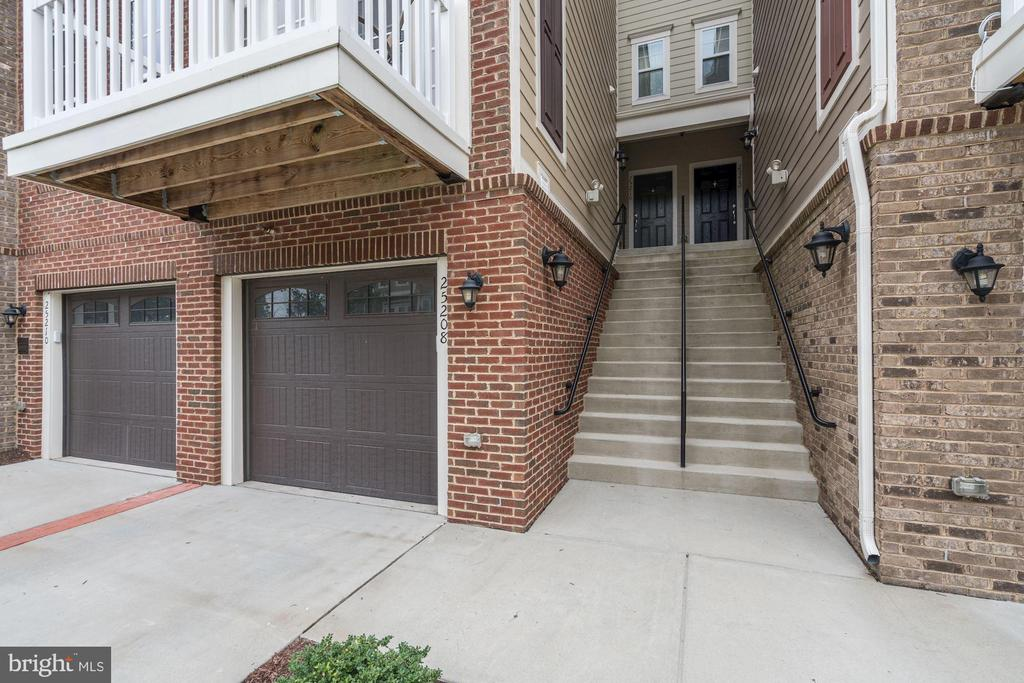- 25208 BRIARGATE TER, CHANTILLY