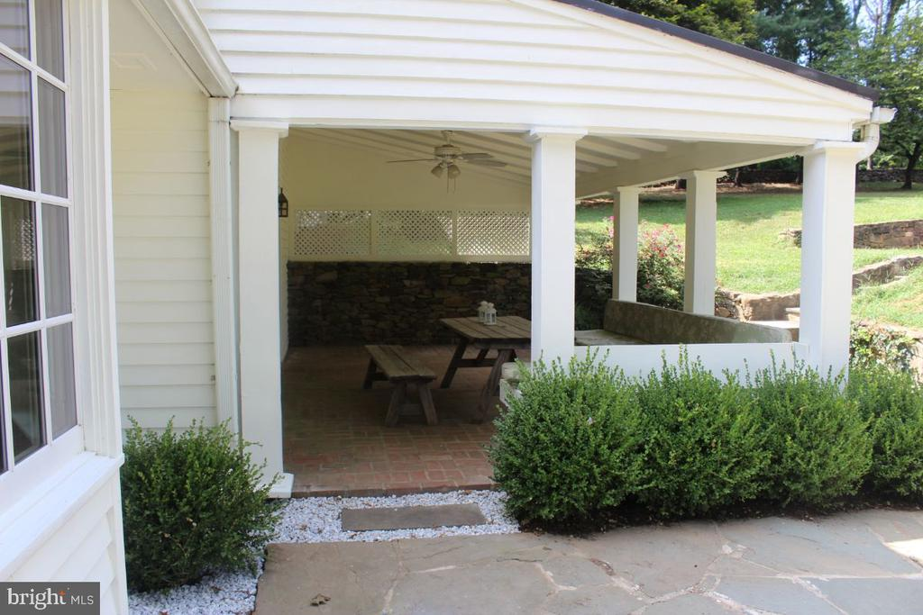 Porch - 22156 POT HOUSE RD, MIDDLEBURG