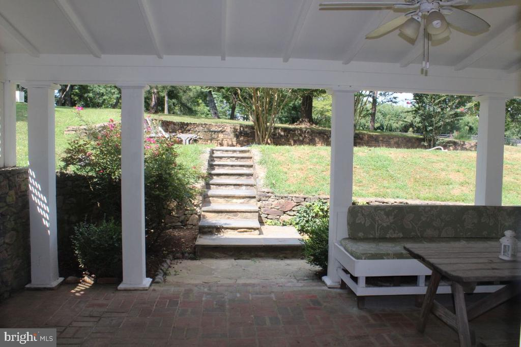 Covered Porch - 22156 POT HOUSE RD, MIDDLEBURG