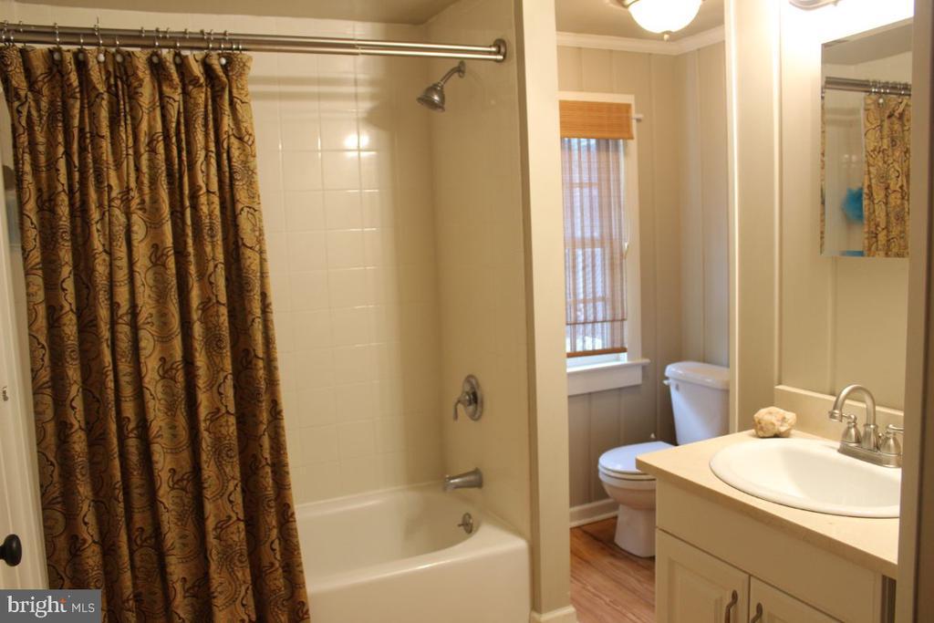 Bath - 22156 POT HOUSE RD, MIDDLEBURG