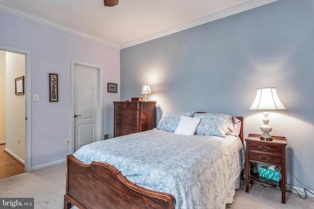 Walk in closet in Master Bedroom - 43718 MIDDLEBROOK TER, ASHBURN