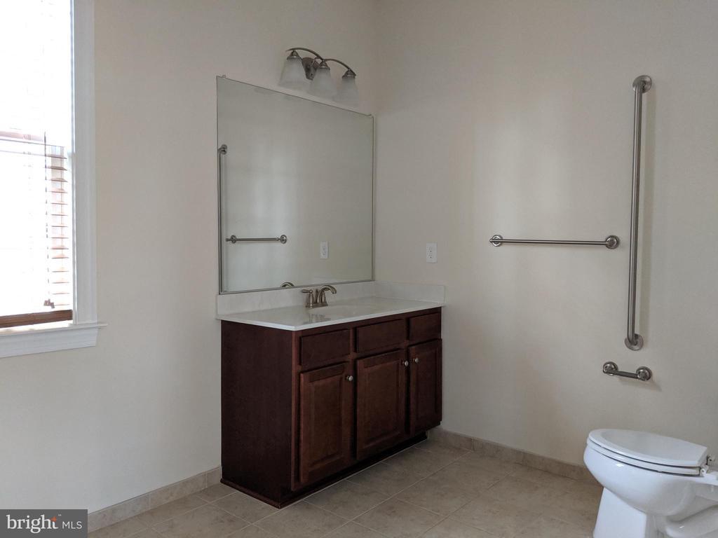 In-Law Suite Full Bath - 3985 WHIPS RUN DR, WOODBRIDGE