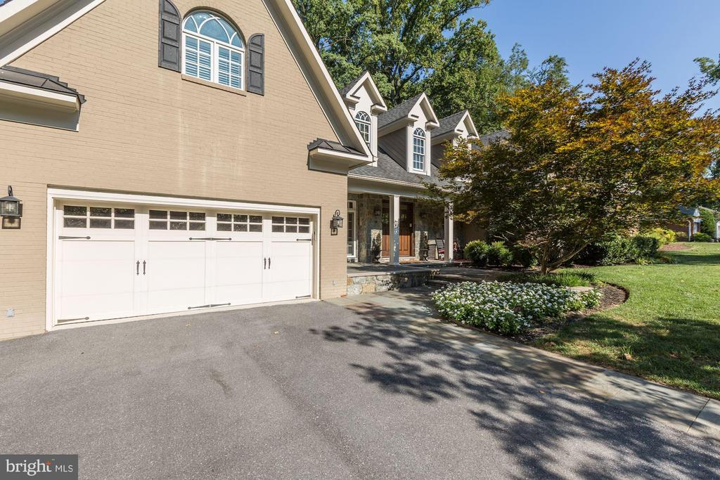 Two car level entry garage - 14608 CROSSWAY RD, ROCKVILLE
