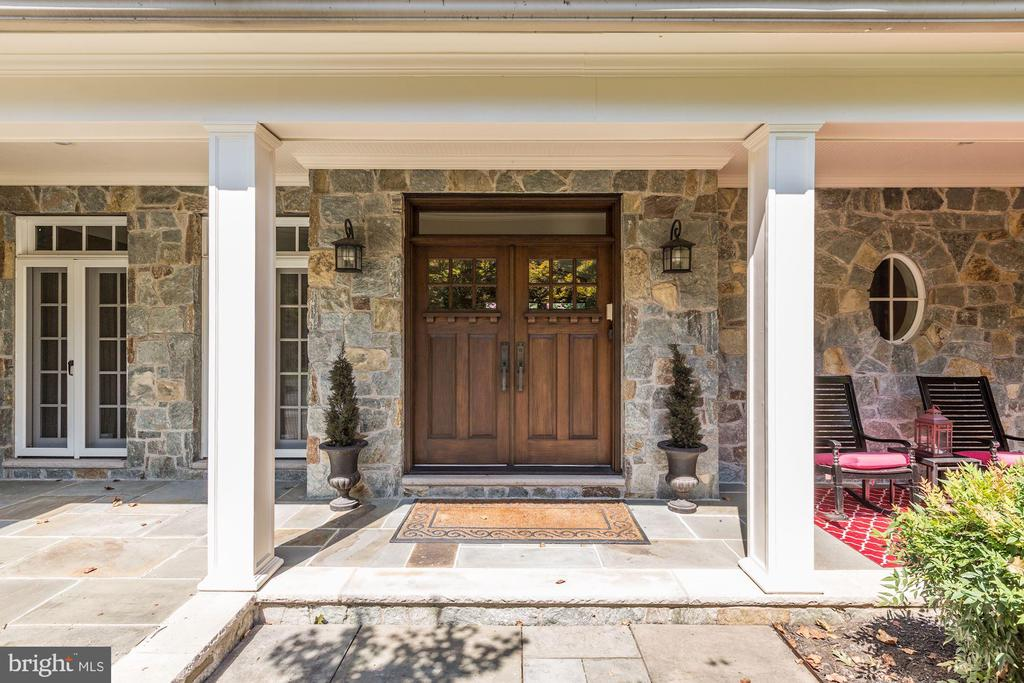 Covered stone porch - 14608 CROSSWAY RD, ROCKVILLE