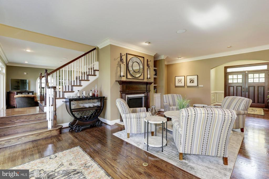 Main staircase - 14608 CROSSWAY RD, ROCKVILLE