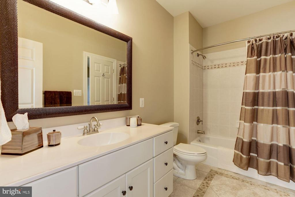 Full bath - 14608 CROSSWAY RD, ROCKVILLE