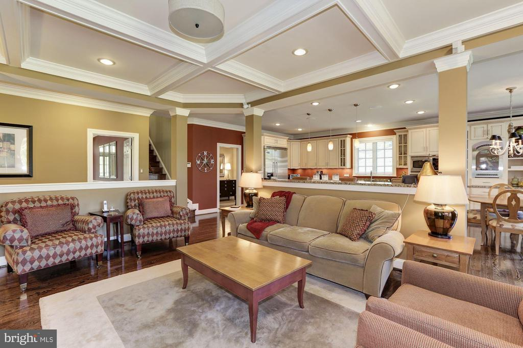 Coffered ceiling and back staircase - 14608 CROSSWAY RD, ROCKVILLE