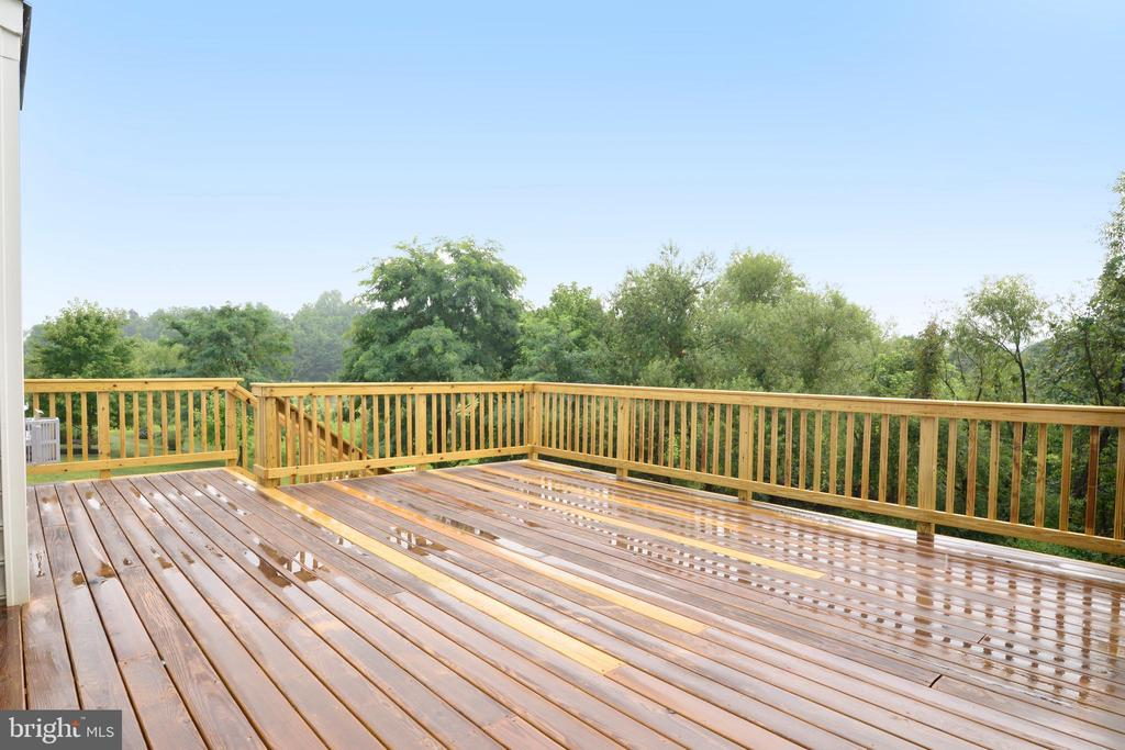 Enormous Deck off the Screened in Porch - 16901 EVENING STAR DR, ROUND HILL