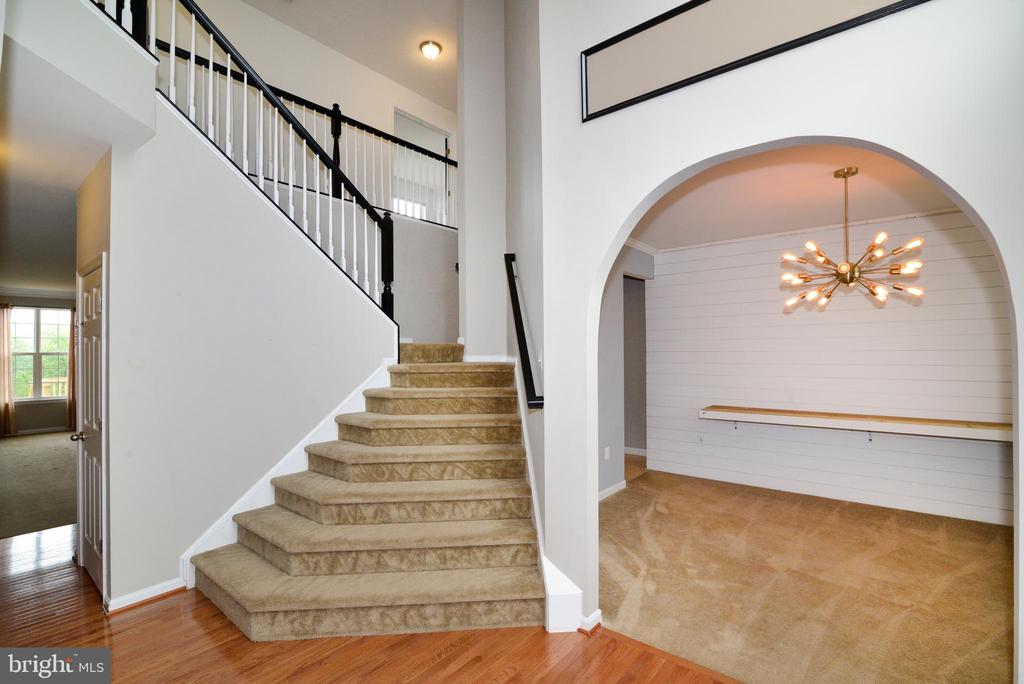 Two Story Foyer with flared staircase - 16901 EVENING STAR DR, ROUND HILL