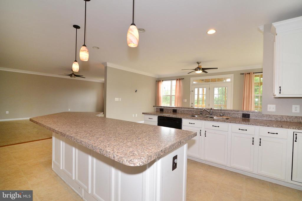 Huge Kitchen! Awesome entertaining space - 16901 EVENING STAR DR, ROUND HILL