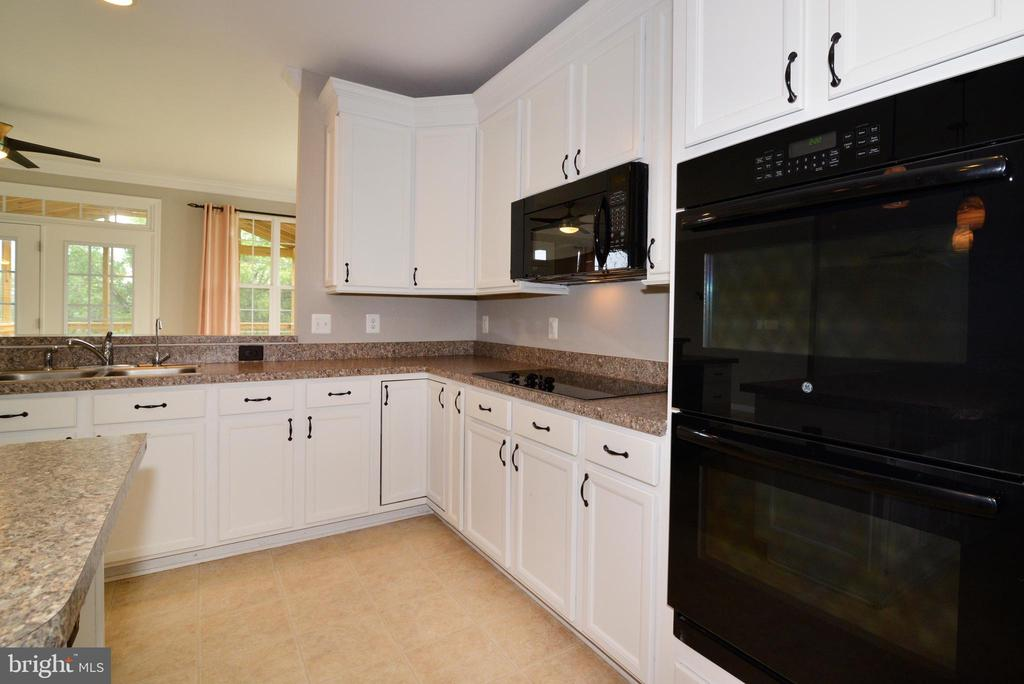 Double Ovens, built in microwave - 16901 EVENING STAR DR, ROUND HILL