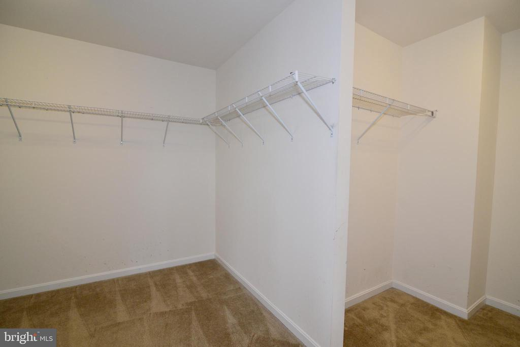Master Closet - 16901 EVENING STAR DR, ROUND HILL