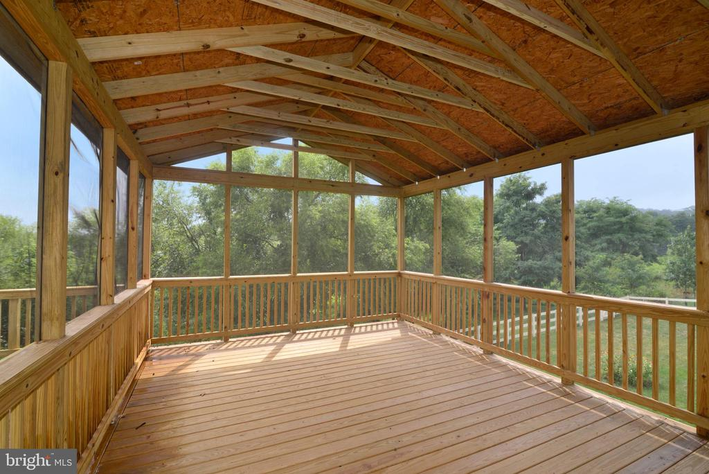 Screened in Porch off the Sunroom - 16901 EVENING STAR DR, ROUND HILL