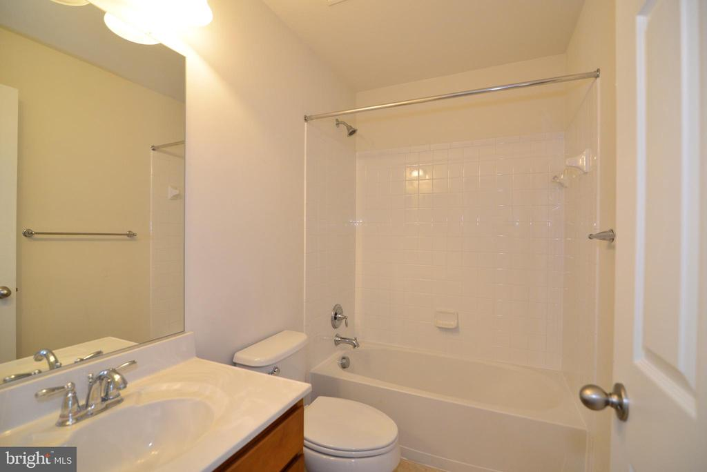 Princess Suite Full Bathroom - 16901 EVENING STAR DR, ROUND HILL