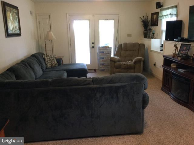 Large family room with outside side entrance - 16 LORD FAIRFAX DR, FREDERICKSBURG