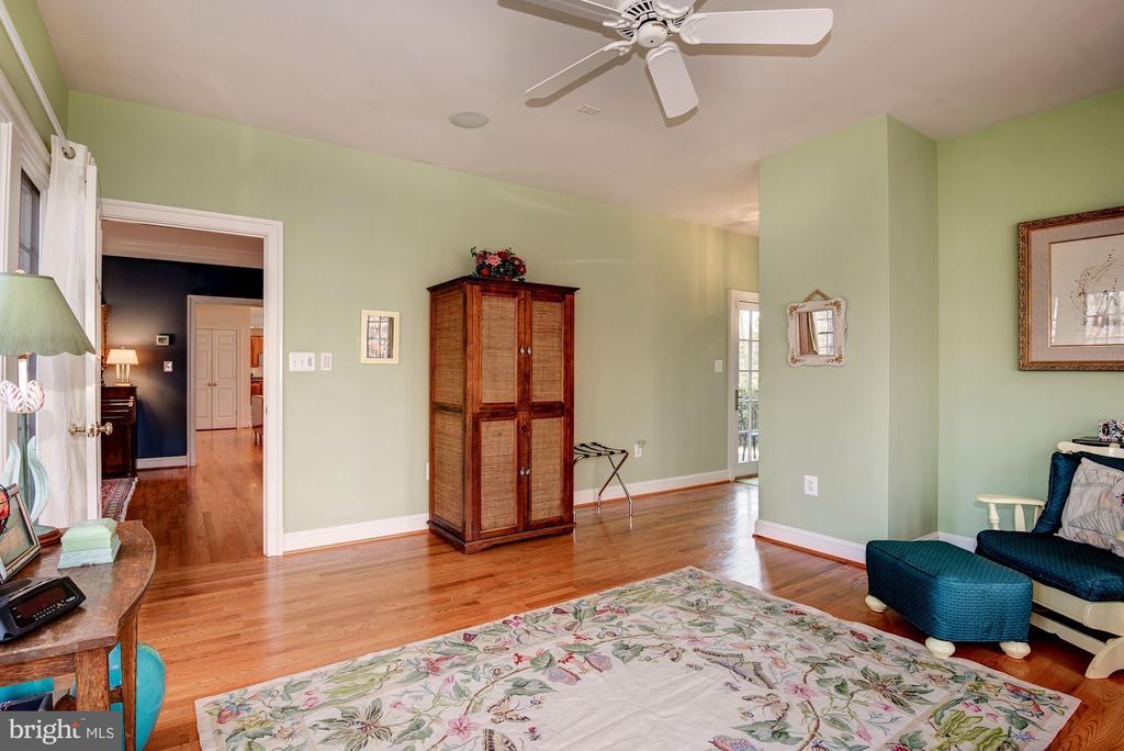 Sunroom or In-Law Suite with Full bath - 11203 GUNSTON RD, LORTON