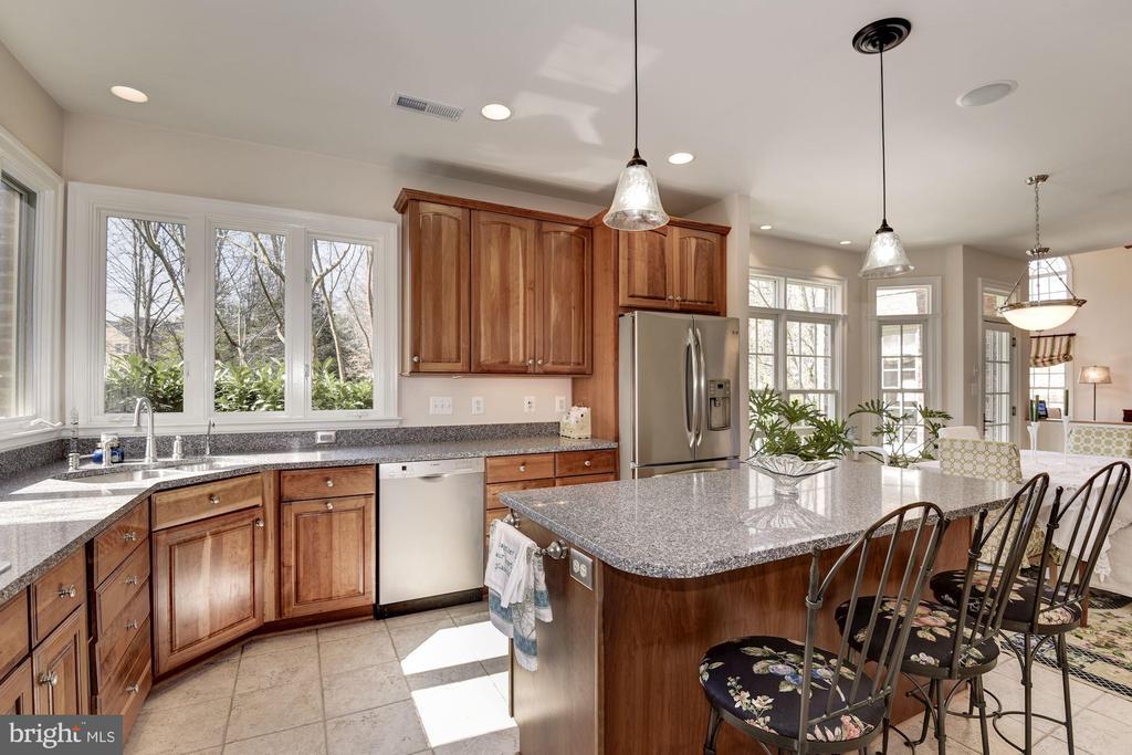 Kitchen with Breakfast Bar - 11203 GUNSTON RD, LORTON