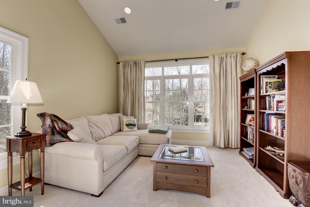 Sitting Room - Beautiful Views of Pool - 11203 GUNSTON RD, LORTON