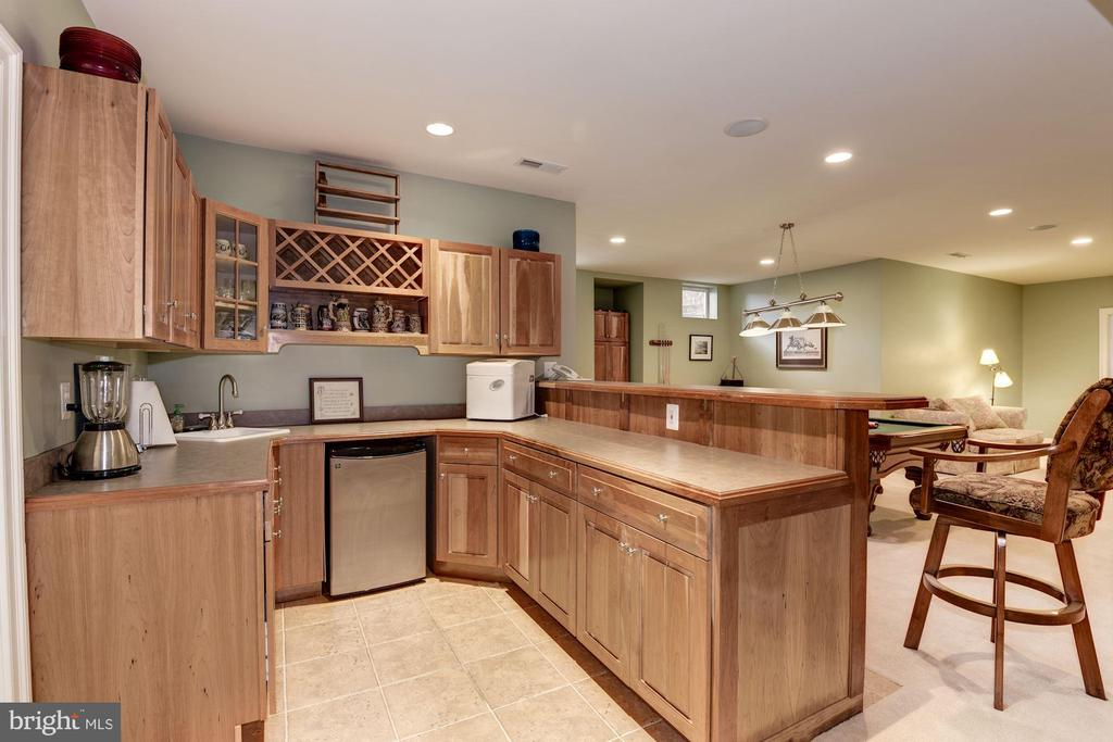 Full Bar Adjacent Media Room and Billiard Table - 11203 GUNSTON RD, LORTON