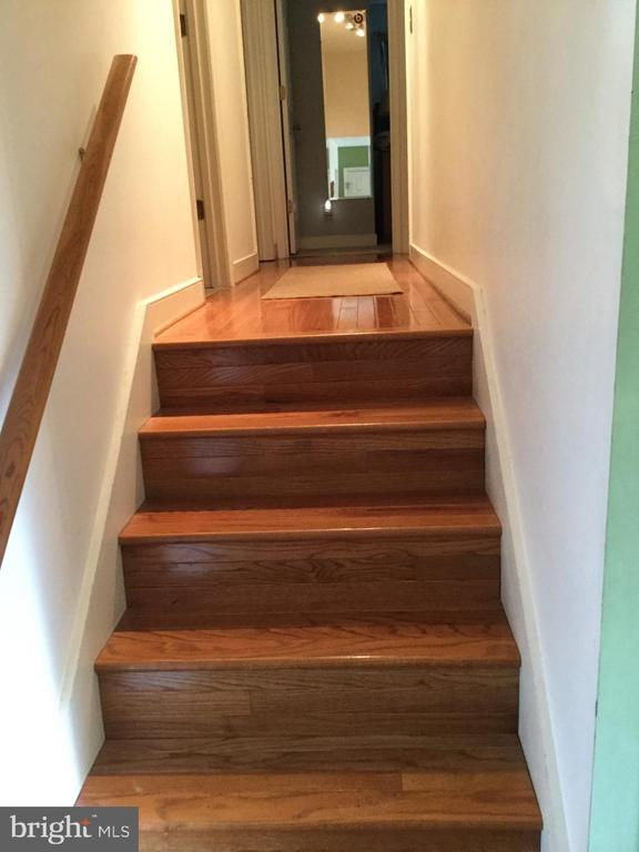 Wood steps and hall to upstairs - 16 LORD FAIRFAX DR, FREDERICKSBURG