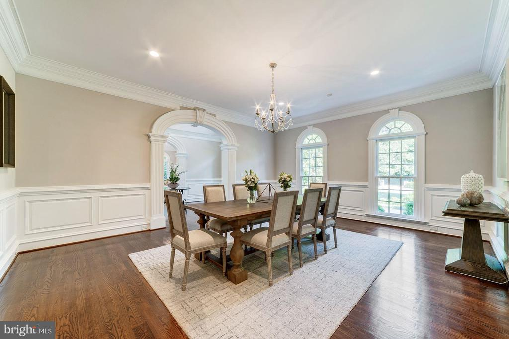 Dining Room with hardwoods - 1353 WOODSIDE DR, MCLEAN