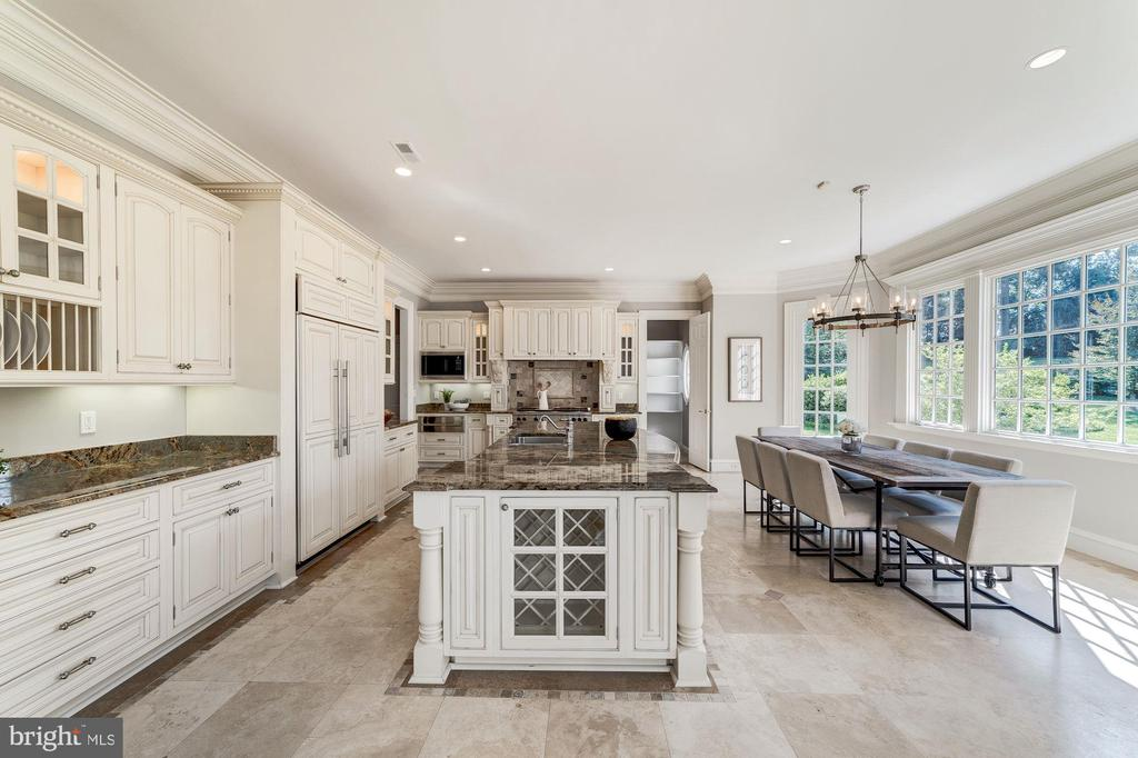 Kitchen with separate  informal dining - 1353 WOODSIDE DR, MCLEAN