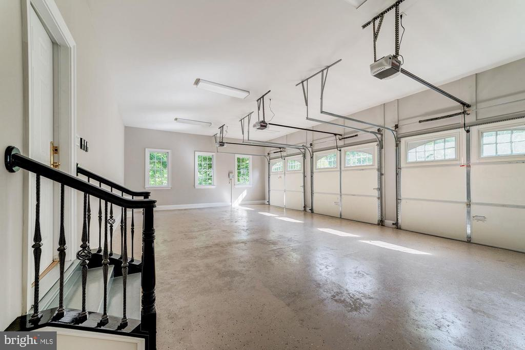 3 car garage conveniently located off kitchen - 1353 WOODSIDE DR, MCLEAN