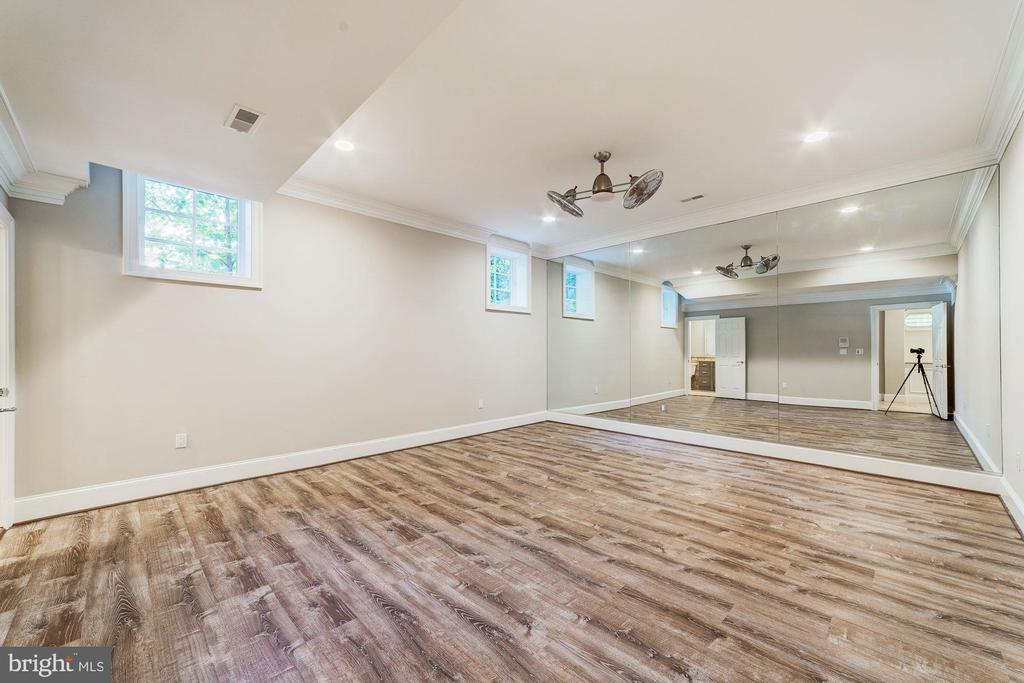 Exercise room with fans and mirrors - 1353 WOODSIDE DR, MCLEAN