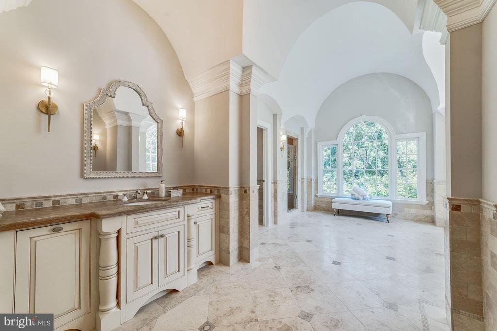 Master bath with Travertine flooring - 1353 WOODSIDE DR, MCLEAN
