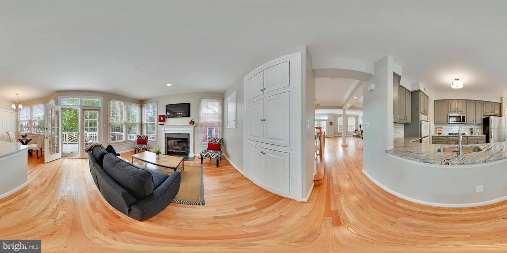 Easy flow from dining to kitchen area. - 8158 BOSS ST, VIENNA