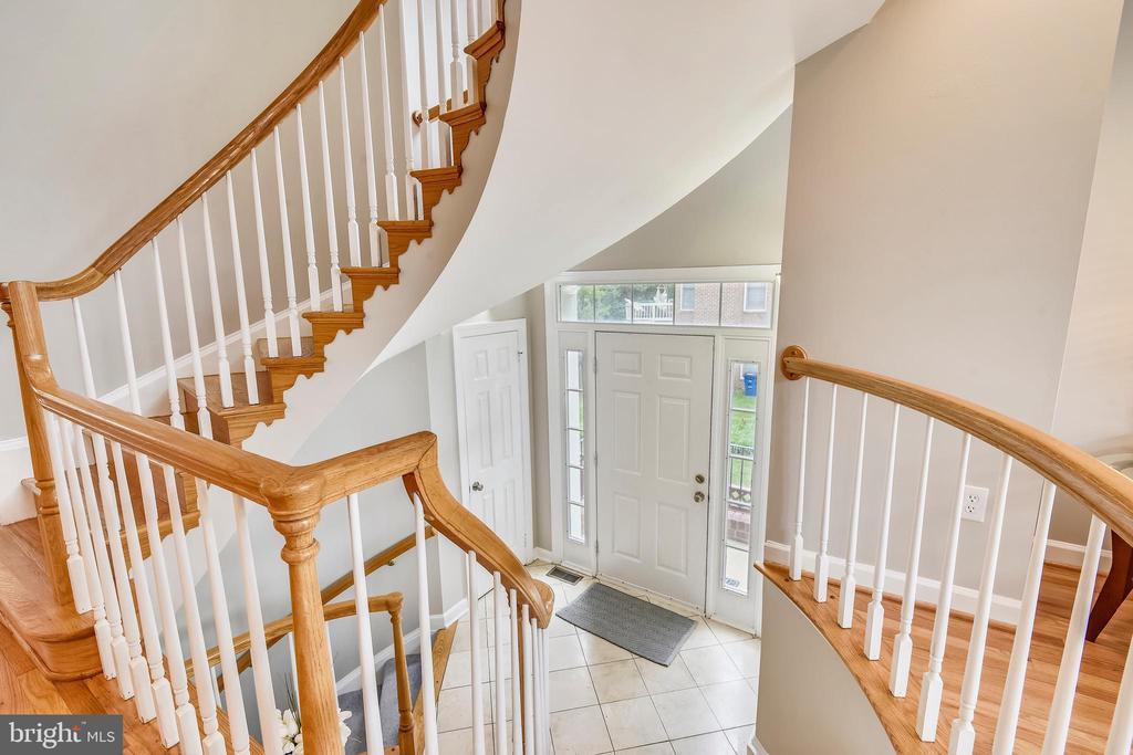 Circular  stairway to upper bedroom level - 8158 BOSS ST, VIENNA
