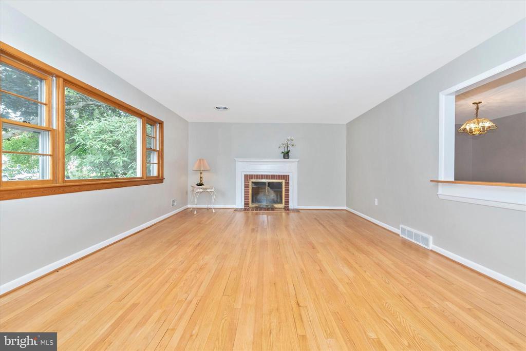 Recently refinished hardwood floors. - 610 SCHLEY AVE, FREDERICK
