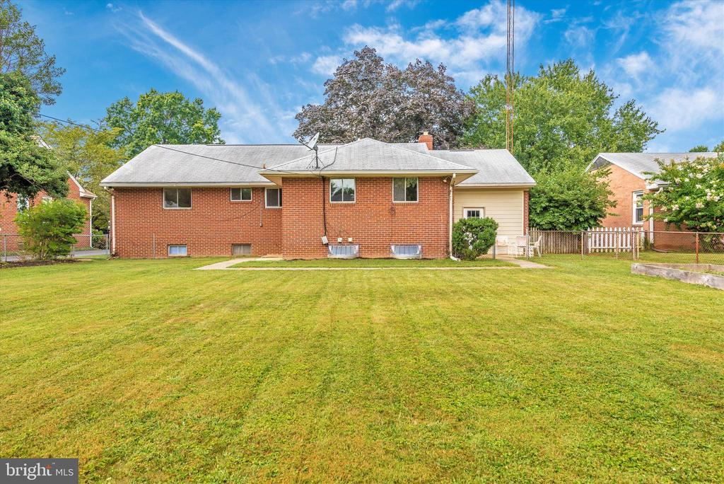 Lots of room for kids, adults and animals to play! - 610 SCHLEY AVE, FREDERICK