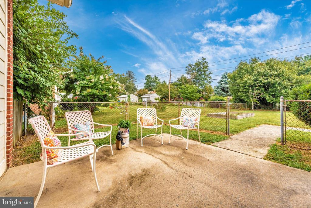 Side patio space. Relax and take in the outdoors. - 610 SCHLEY AVE, FREDERICK