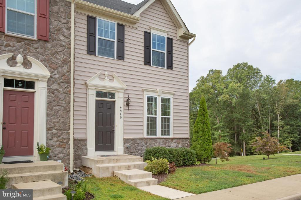 End unit townhome in sought-after community - 4540 ALLIANCE WAY, FREDERICKSBURG