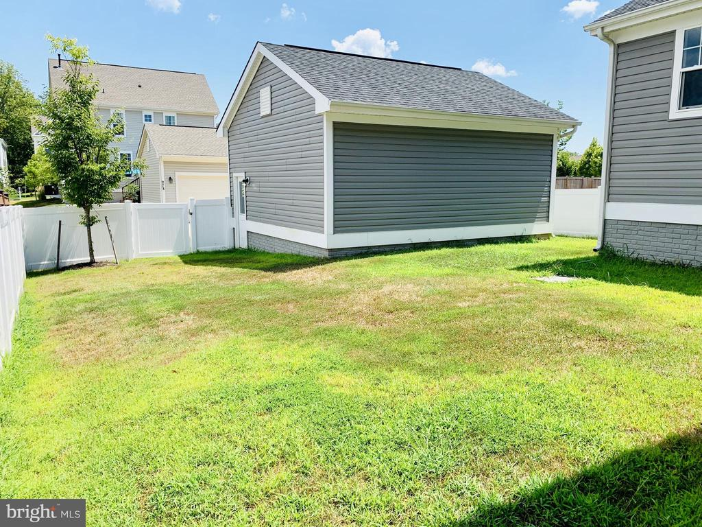 Detached Garage - 128 GARDENIA DR, STAFFORD