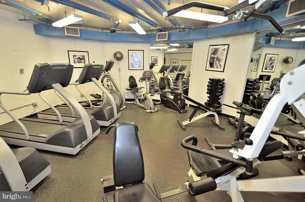 Greensboro fitness room photo - 8340 GREENSBORO DR #814, MCLEAN