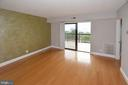 Greensboro living room 2nd photo - 8340 GREENSBORO DR #814, MCLEAN