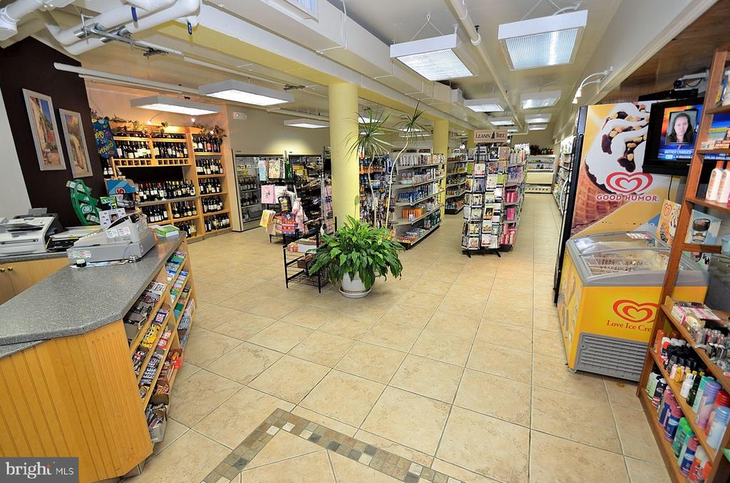 Greensboro on premise grocery photo_18388 - 8340 GREENSBORO DR #814, MCLEAN